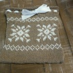 This sweet fair isle snowflake gift bag was knitted by the talented Rachael Tomasino! She used New Bamboo yarn from Bouton d'Or